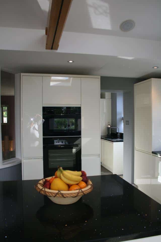 J Pull Gloss doors, Neff appliances