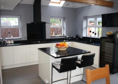 Ivory Gloss Kitchen & Compac Azabache Quartz Worktops