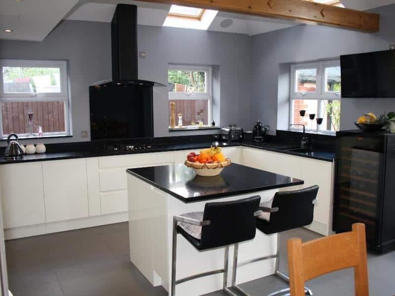Ivory Gloss Kitchen & Compac Azabache Quartz Worktops