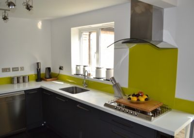 Anthracite Gloss Kitchen & Encore Glacier Worktops
