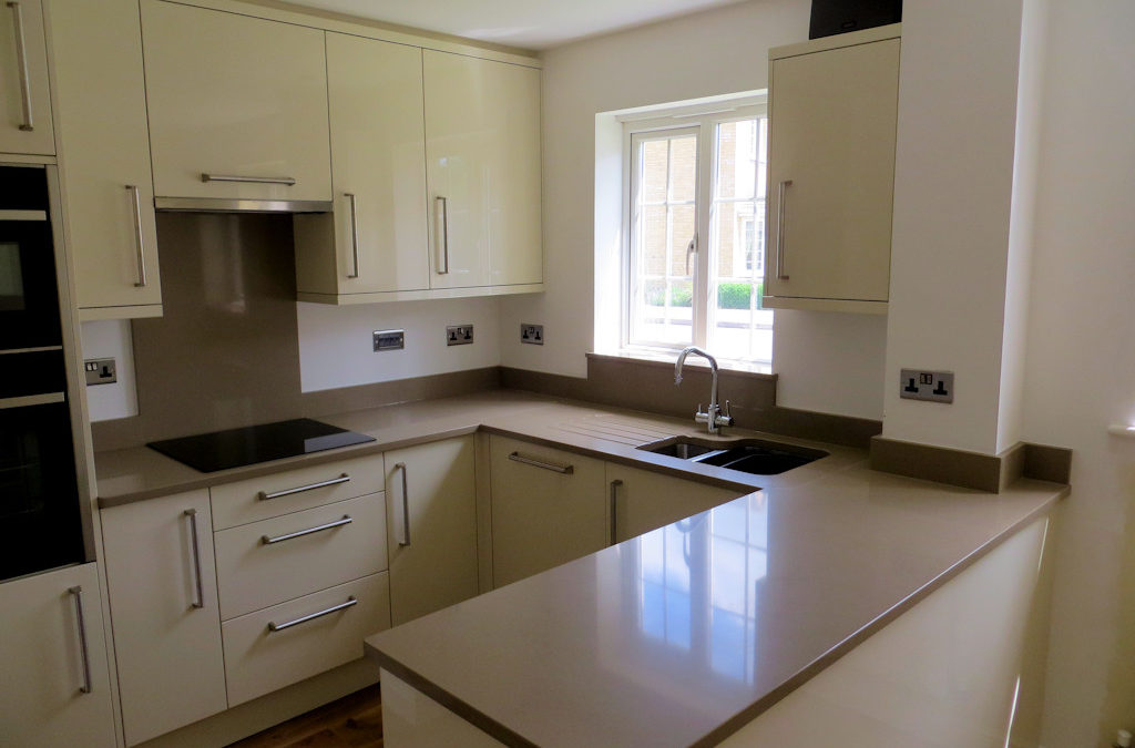 Gloss Stone Kitchen & Silestone Toffee Worktops