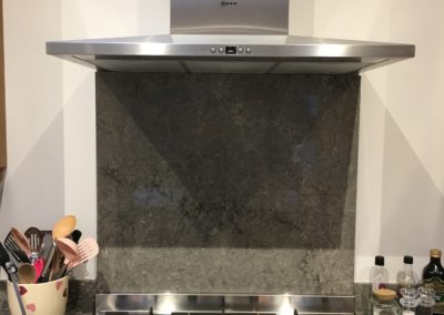 Turbine Grey Quartz Caesarstone splashback finished with Neff cooker hood