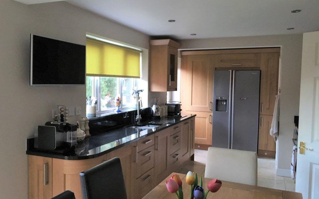 Lyndon Oak Kitchen & Nero Assoluto Granite Worktops