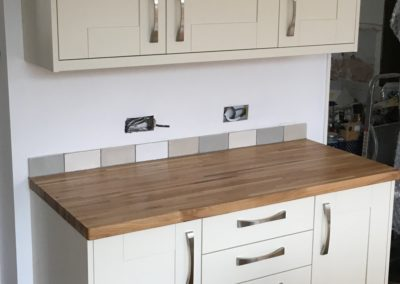 Painted Ash Shaker Kitchen with 20ml Finger Stave Oak worktop