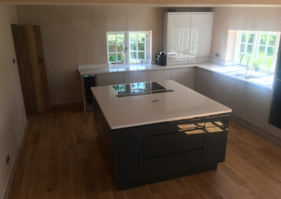 Gloss anthracite and gloss cashmere with Silestone Blanco Norte worktops