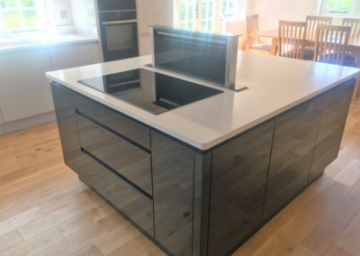 Island with induction hob & downdraft extractor