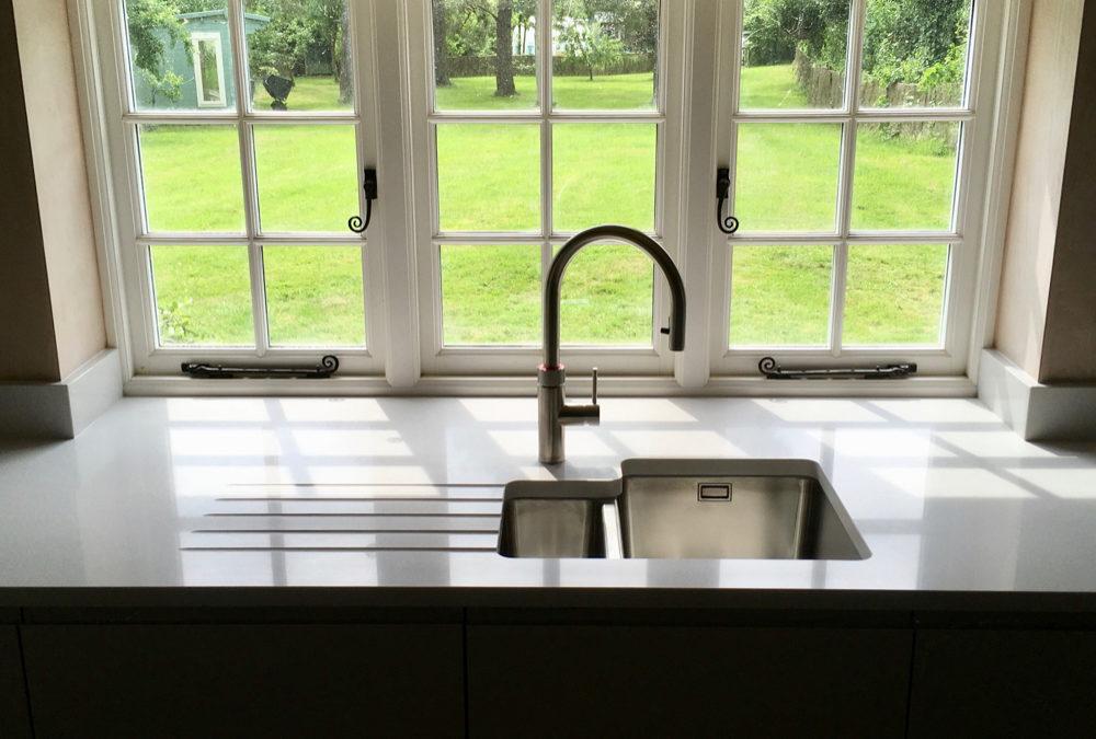 Gloss Anthracite J-Pull Kitchen & Silestone Blanco Norte Worktops