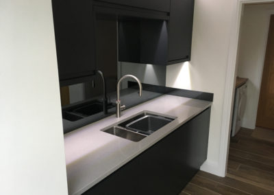 Sink & Quooker tap with mirrored splashback