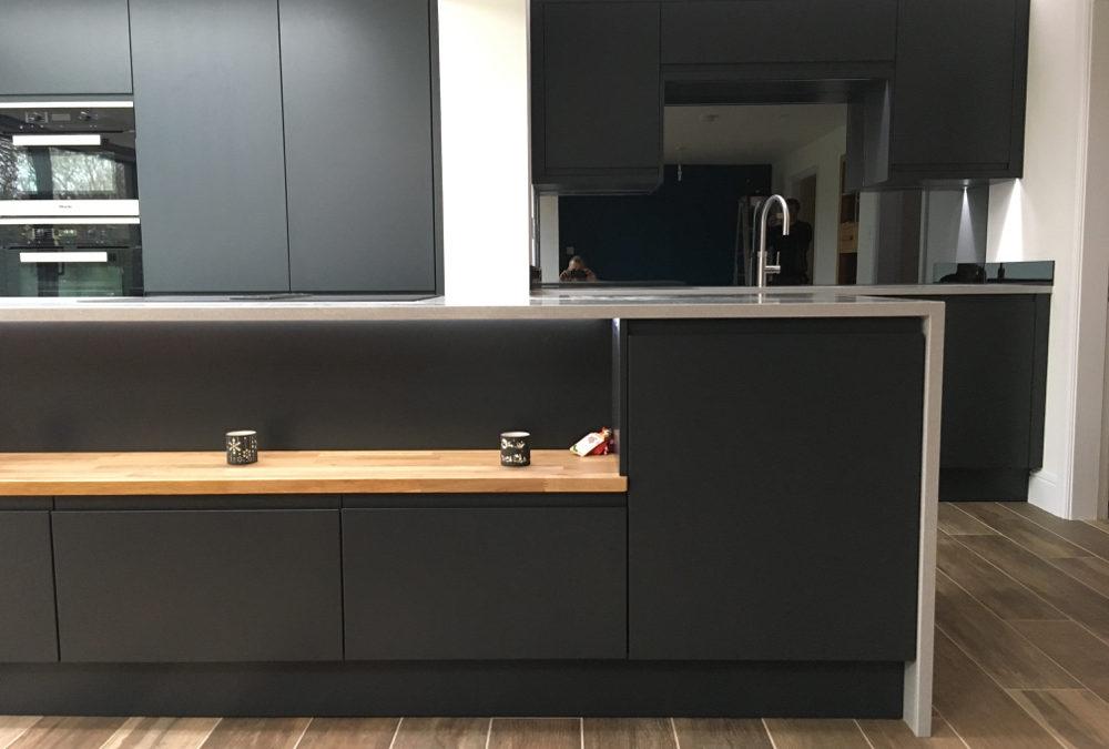 Matt Anthracite Kitchen & Silestone Aluminio Nube Worktops