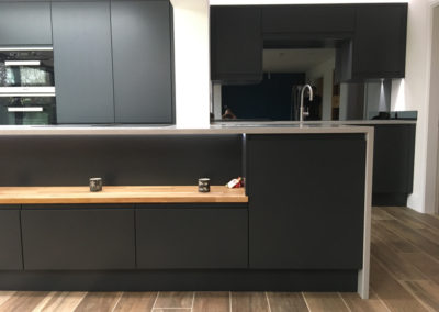 Matt Anthracite Kitchen & Silestone Aluminio Nube Worktops