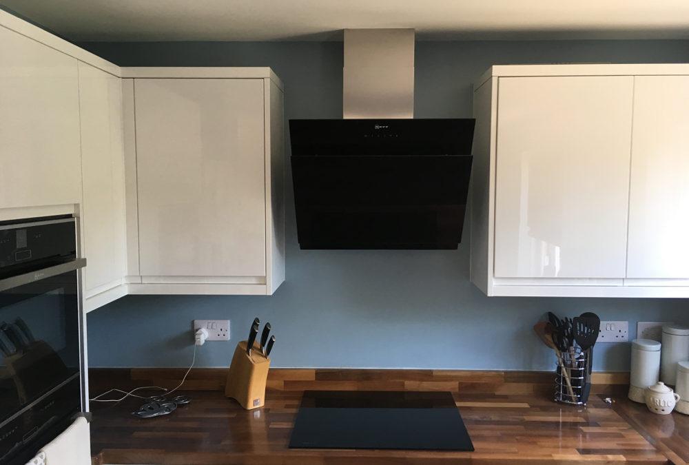 J-Pull Gloss White Kitchen & European Walnut Wooden Worktops
